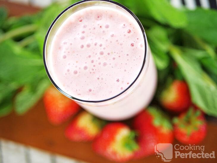 Strawberry Smoothie with Yogurt