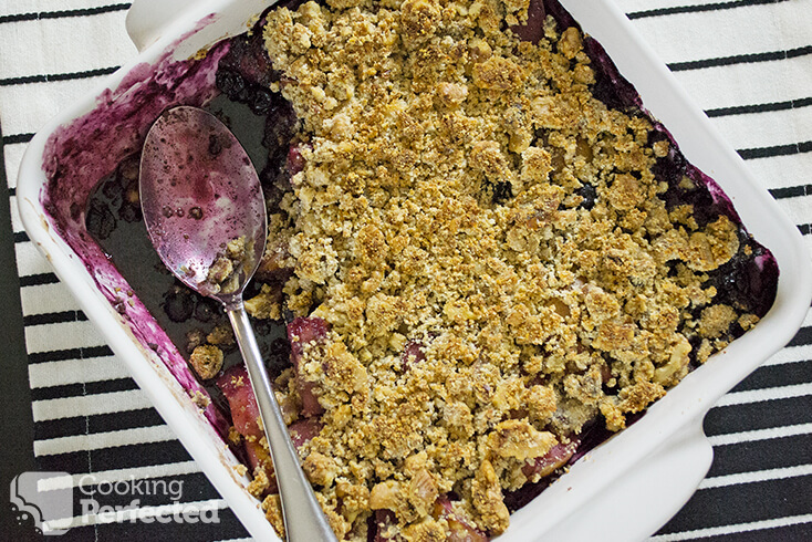 Oven Baked Low Carb Pear and Blueberry Crisp