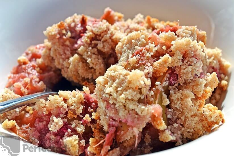Paleo Rhubarb Crisp