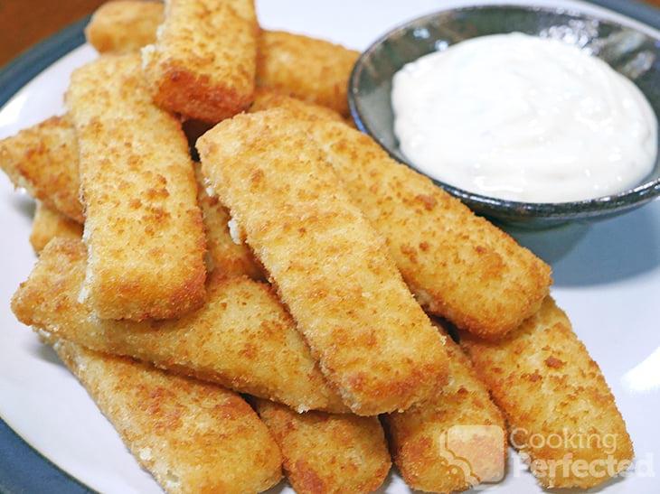 Fish Sticks served with Tartar sauce
