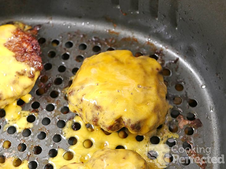 Cheesy Burgers Cooked in the Air Fryer